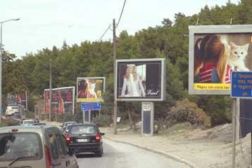 «Παράνομες οι διαφημιστικές πινακίδες στους δρόμους» εισηγείται Σύμβουλος του ΣτΕ